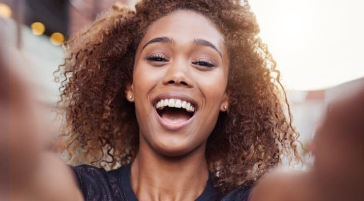 What Are The Signs And Characteristics Of Low Porosity Hair (How To Know If You Have It)?