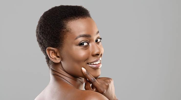 Hair sponges work best on wet hair that has been detangled.