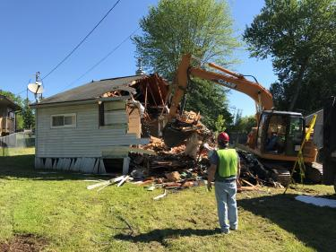 Oak Ridge demolishes first home under state blight program