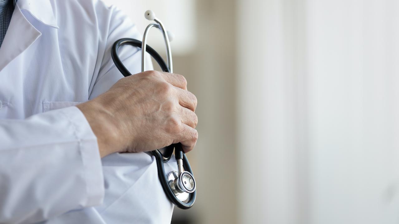 Medical Board investigates senior Victorian doctor after complaints