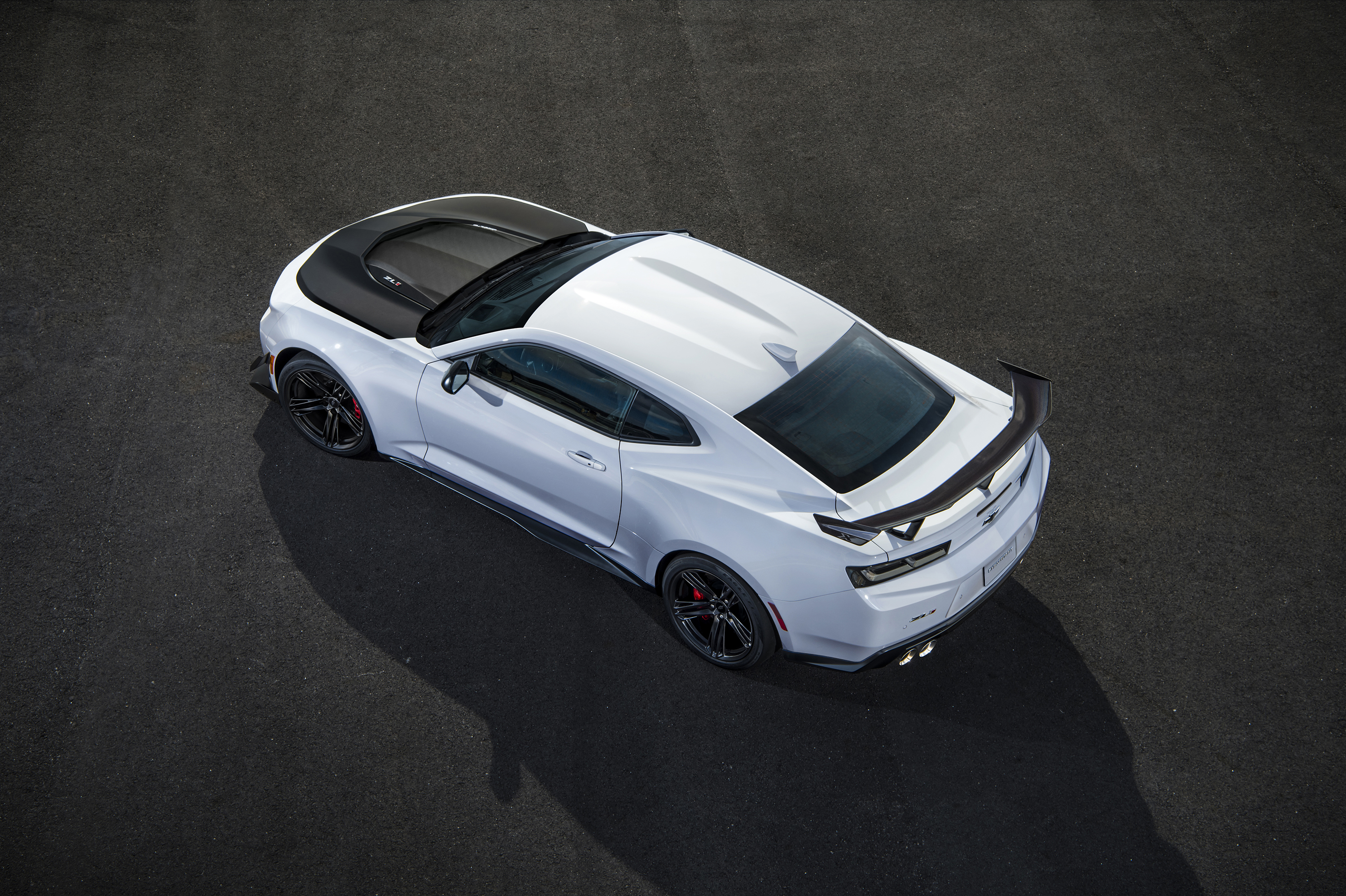 The Giant 2018 Chevrolet Camaro ZL1 1LE Photo Gallery - The Drive on