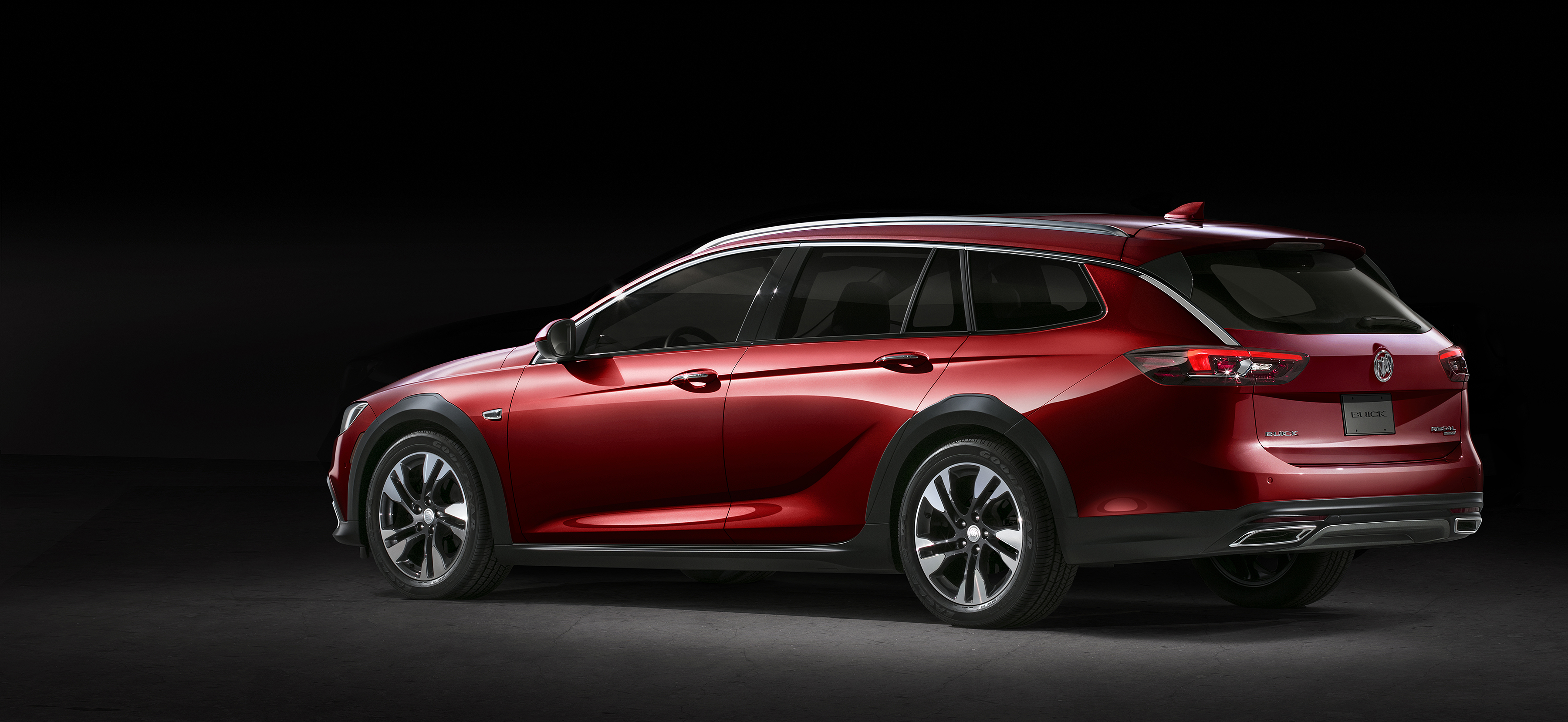 2018 Buick Regal Tourx Is America S Station Wagon With Suv