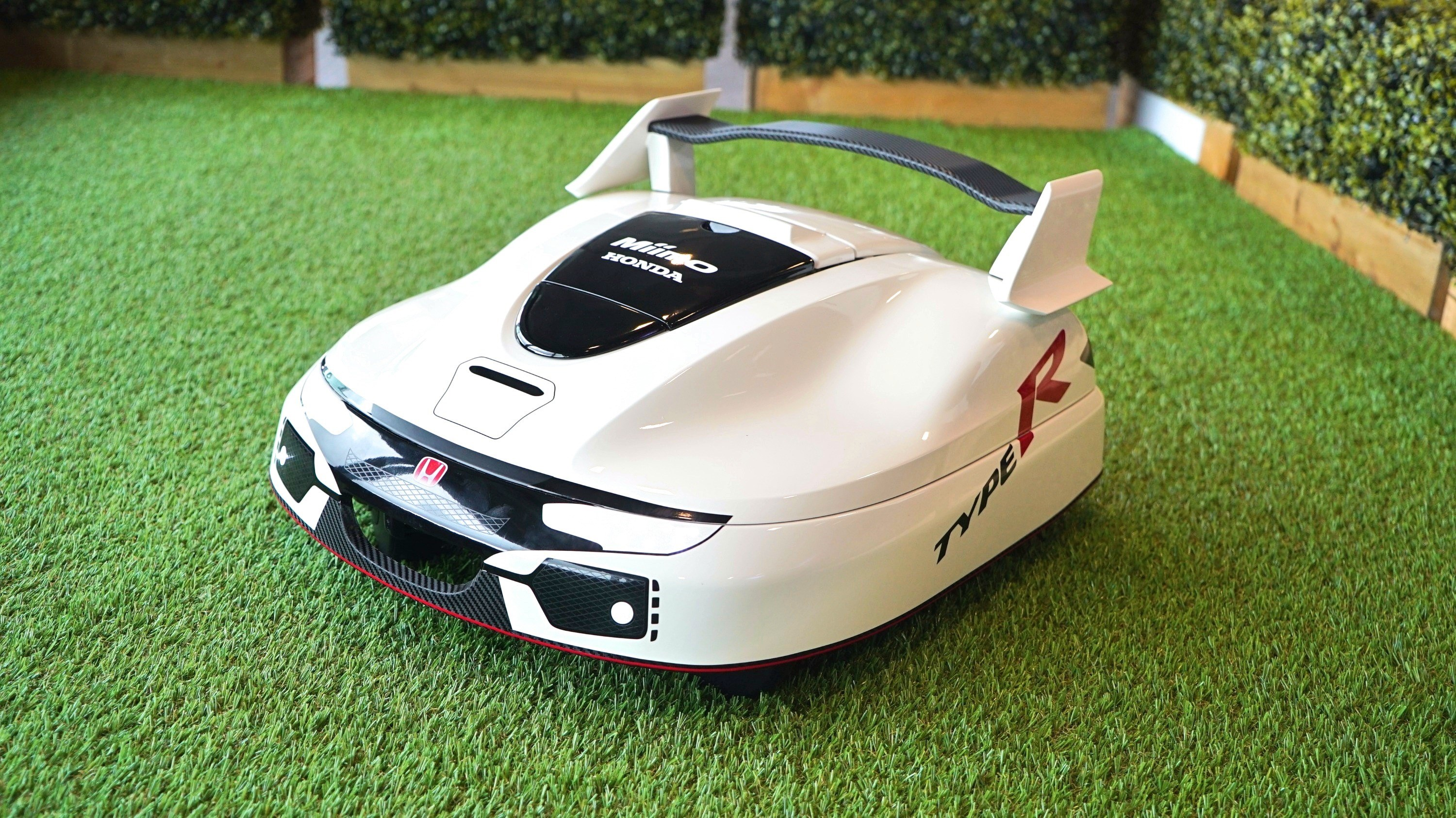 Honda Creates Civic Type R-Inspired Lawn Mower, Lets The
