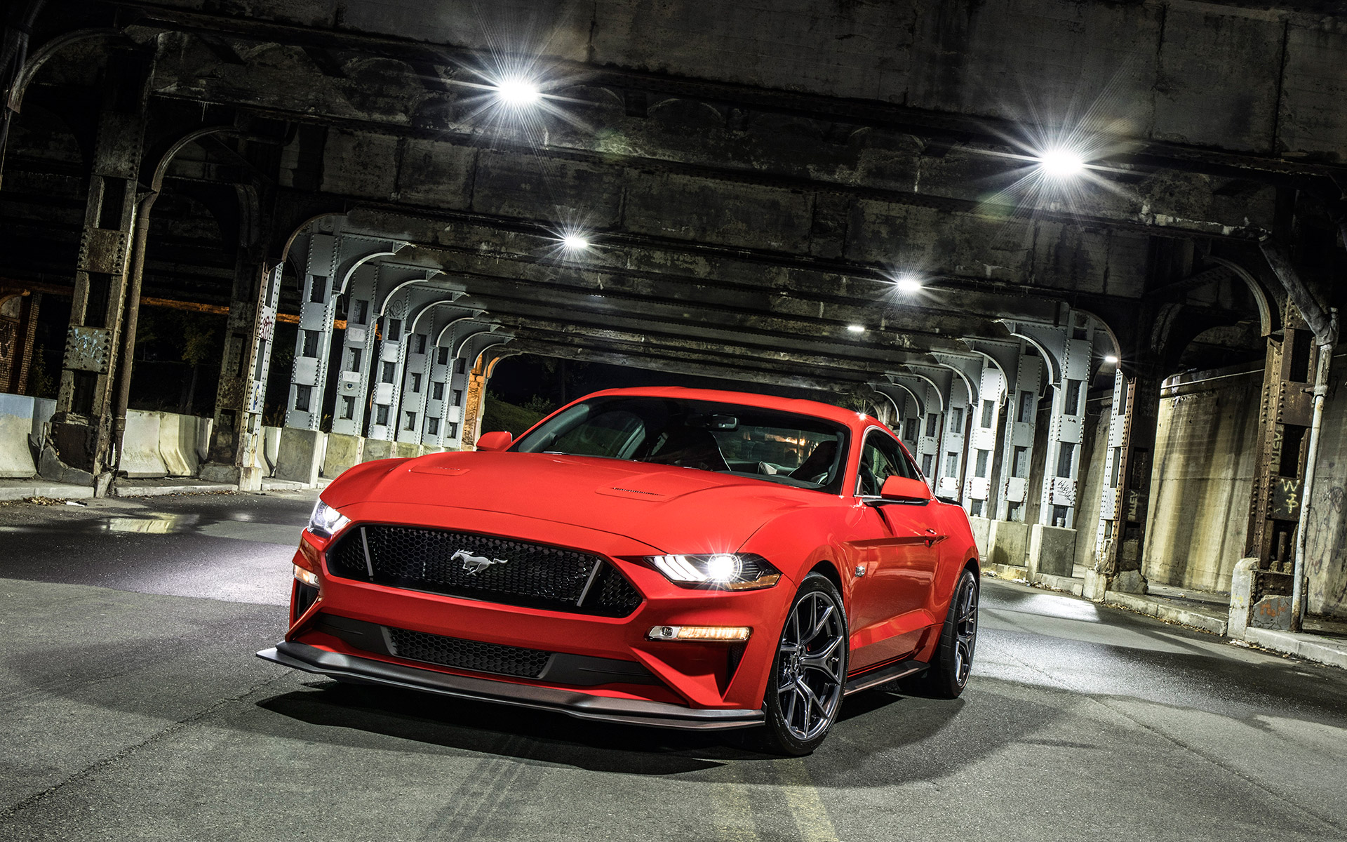 2018 ford mustang gt levels up with new performance pack. Black Bedroom Furniture Sets. Home Design Ideas