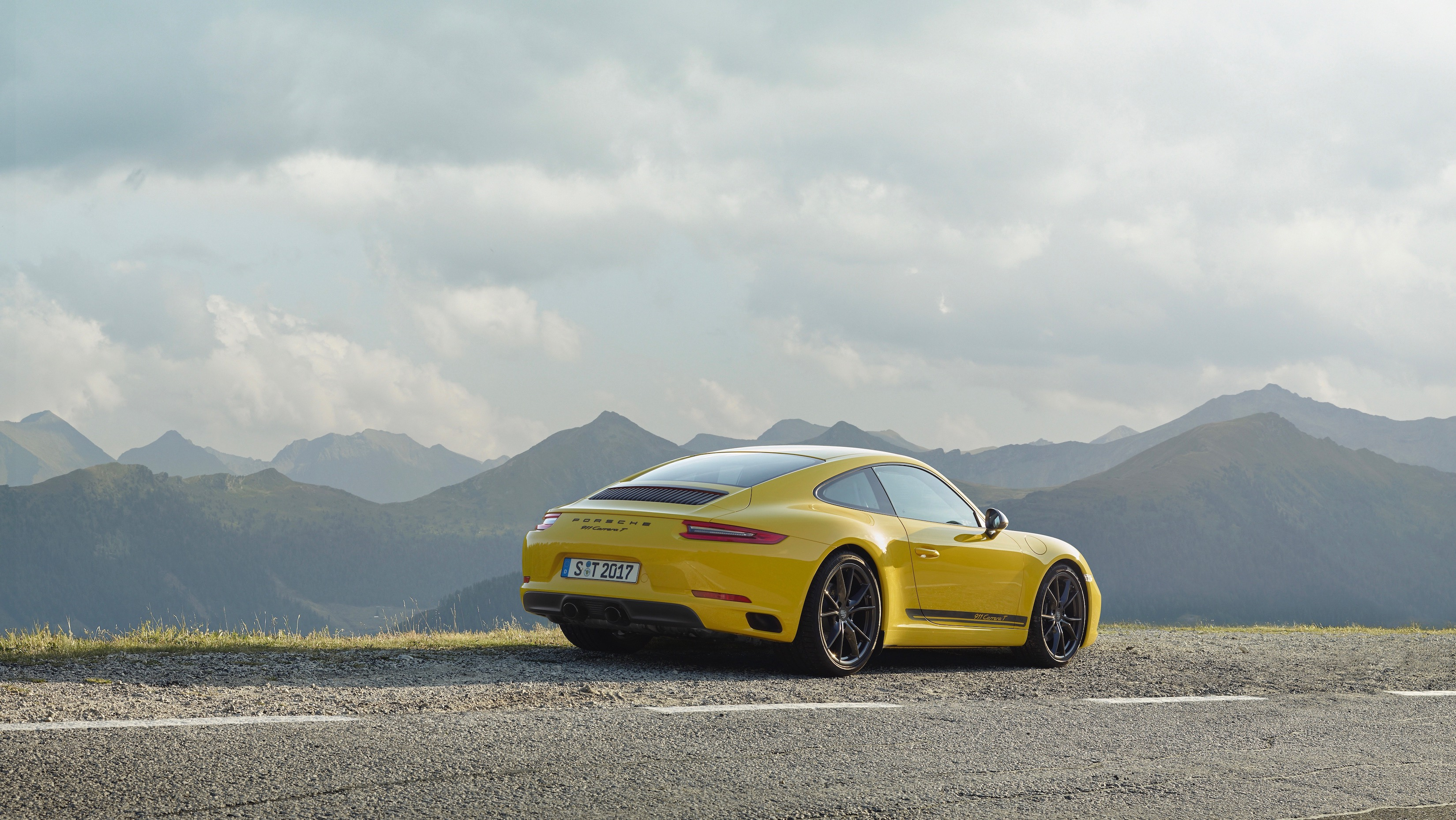 The 2018 Porsche 911 Carrera T Is A Lightweight 911 Made For