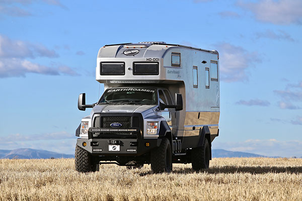 The Ford F 750 Based Earthroamer Xv Hd Is A 1 5 Million