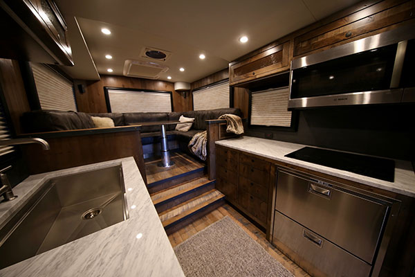 The Ford F-750-Based EarthRoamer XV-HD Is a $1.5 Million ...