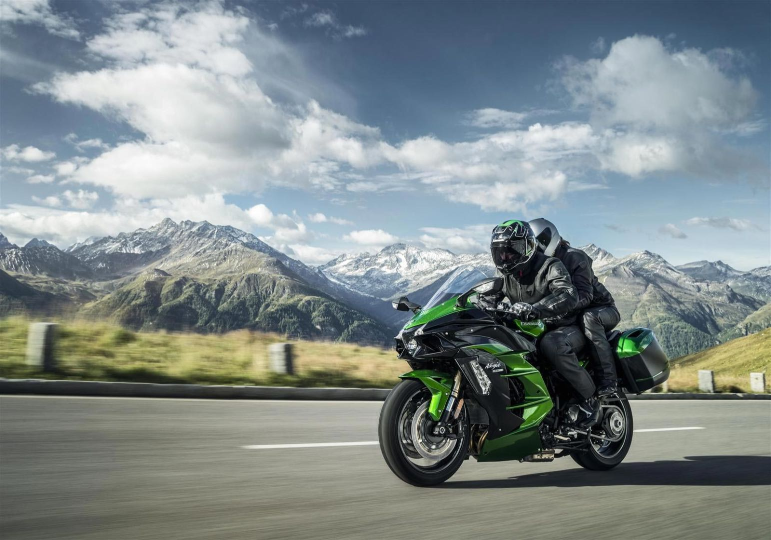 Supercharged Kawasaki Ninja H2 SX Sport Touring Bike