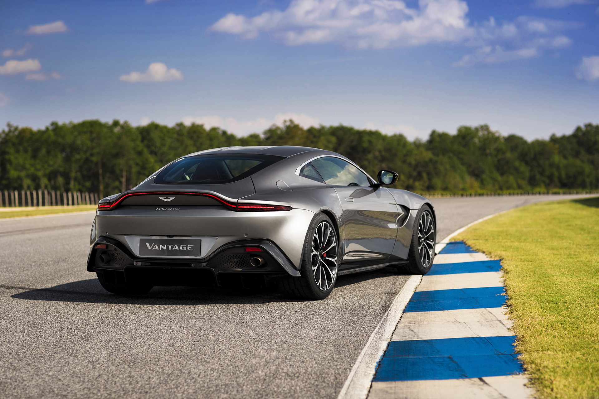 Aston Martin Vantage Revealed A Predator In Sharks Clothing - Old aston martin vanquish