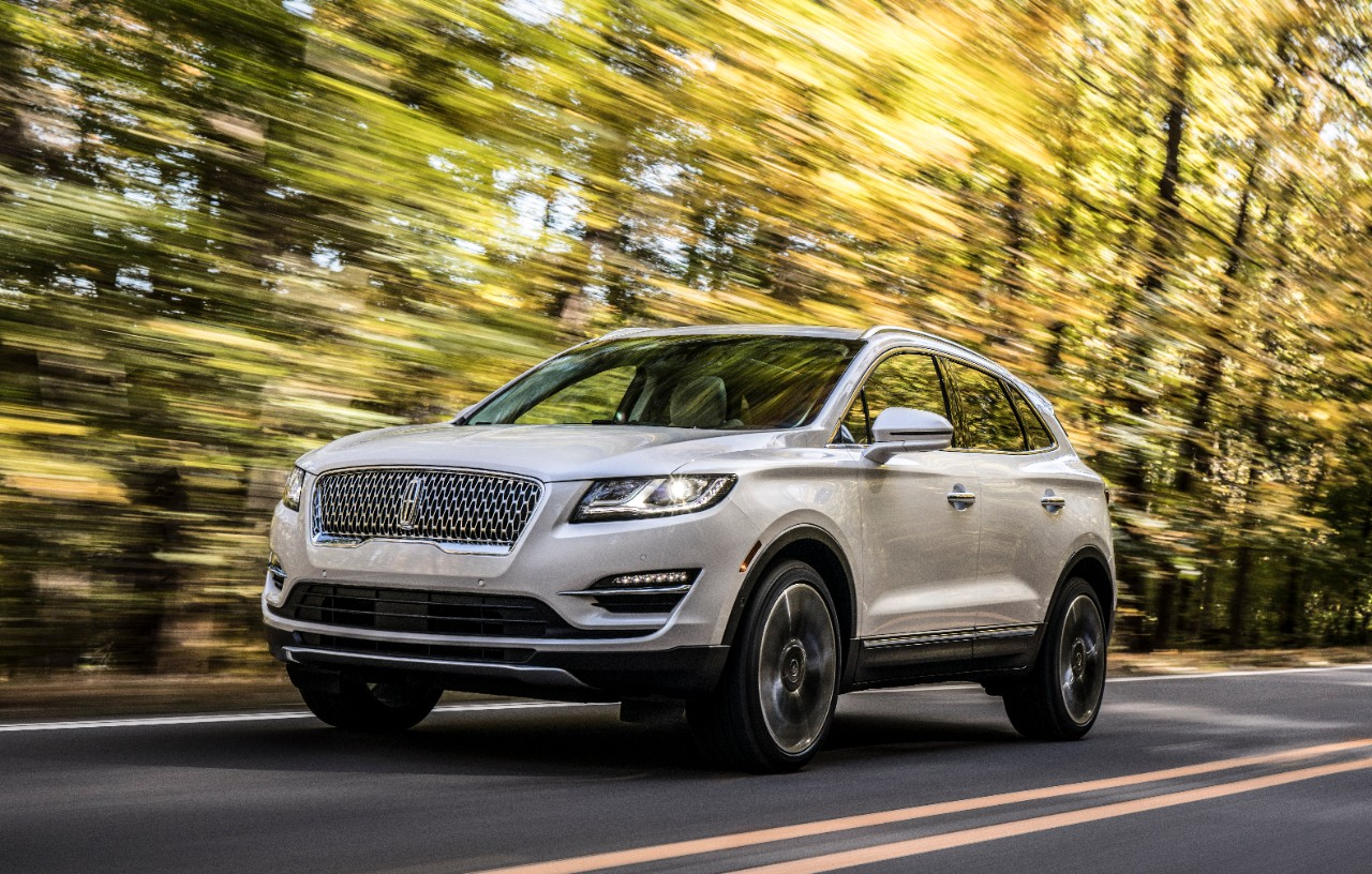 Lincoln MKC debuts with a Continental-like grille
