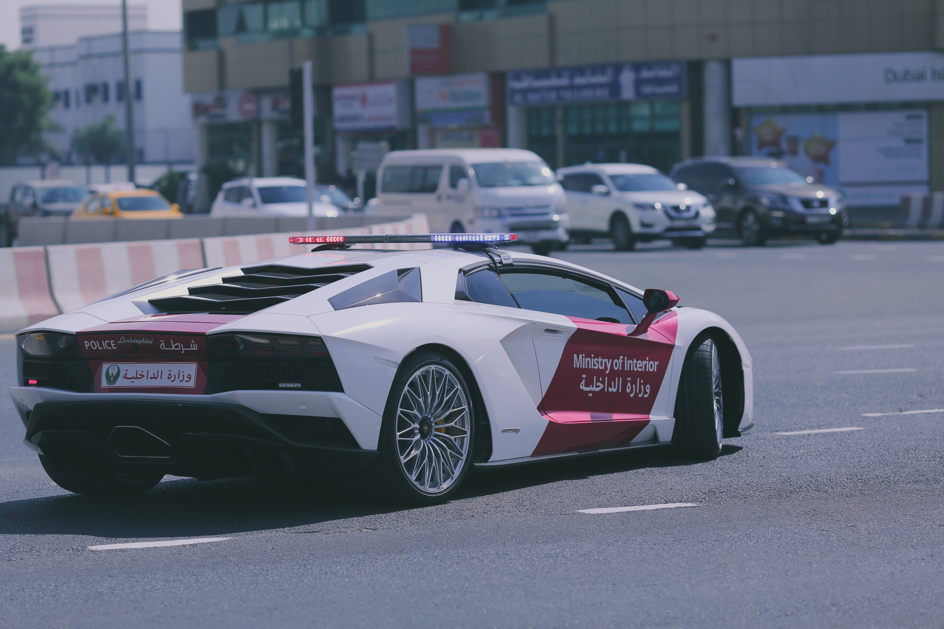 The Ministry of Interior in the UAE Gets a Lamborghini Aventador S ...