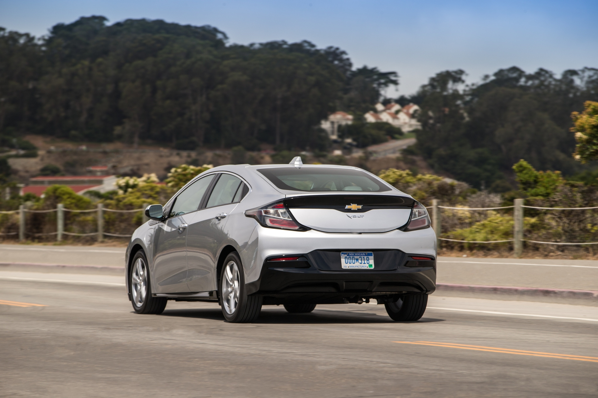 2019 Chevrolet Volt: Quicker Charging and Improved ...