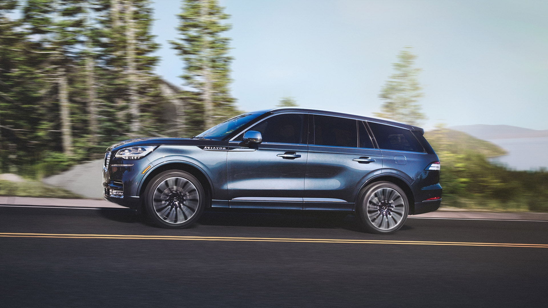 The 450 Hp 2020 Lincoln Aviator Suv Is A Classic Vision Of Modern