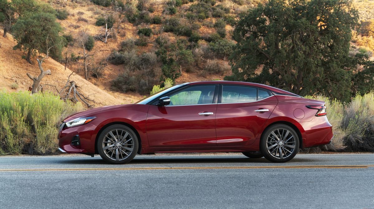 2019 nissan maxima one of the final surviving sedans gets updated