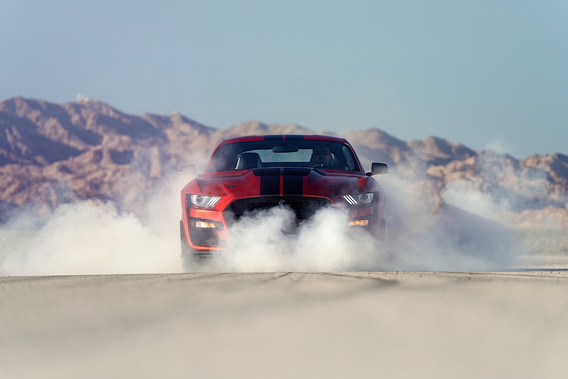 2020 Ford Mustang Shelby GT500 Roars Into Detroit With 700 HP, Loads of Carbon