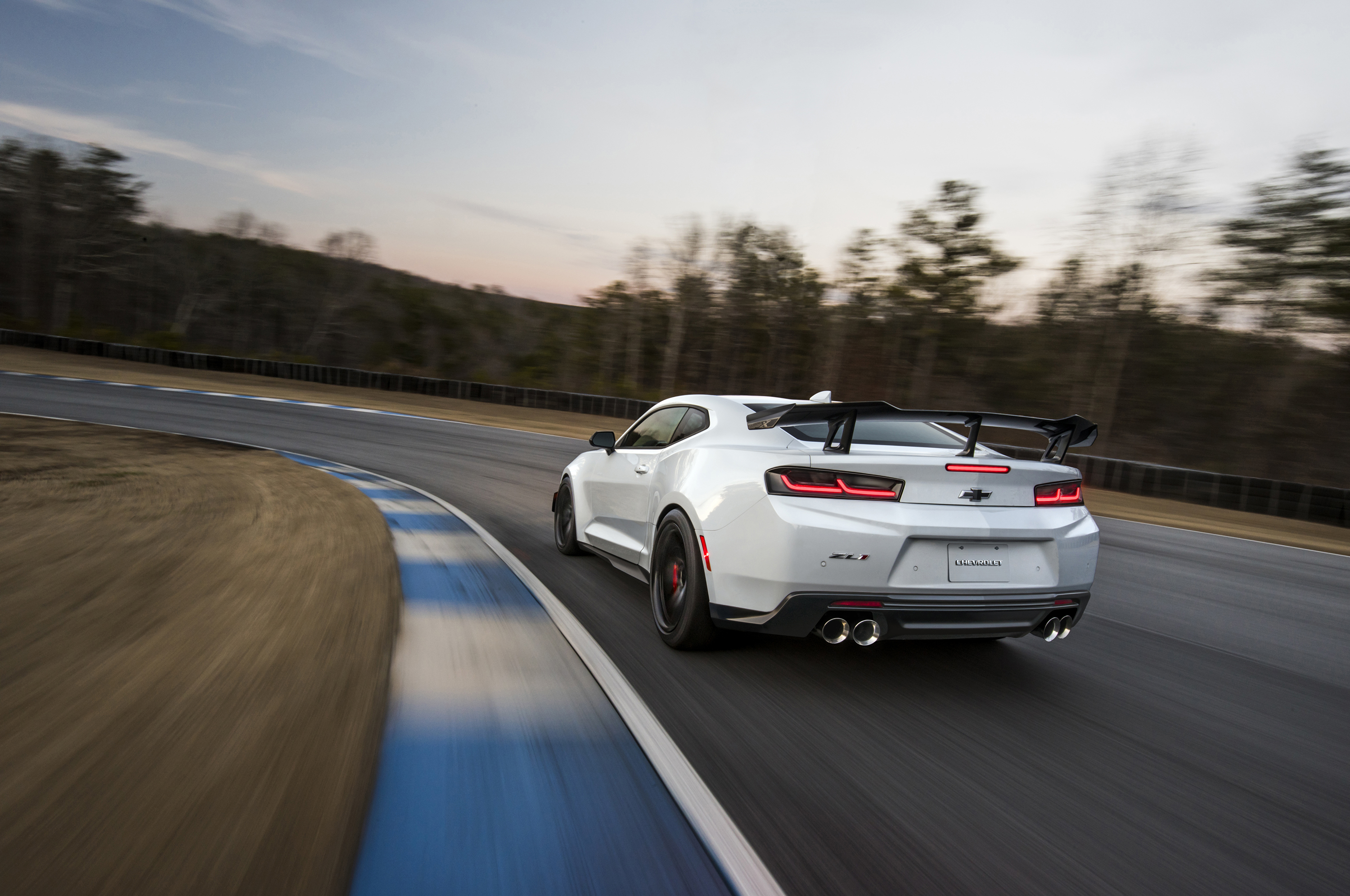 The Giant 2018 Chevrolet Camaro Zl1 1le Photo Gallery The Drive
