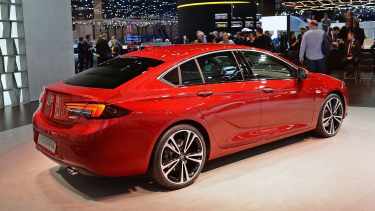 opel insignia debuts just days after gm sells brand to psa the drive. Black Bedroom Furniture Sets. Home Design Ideas