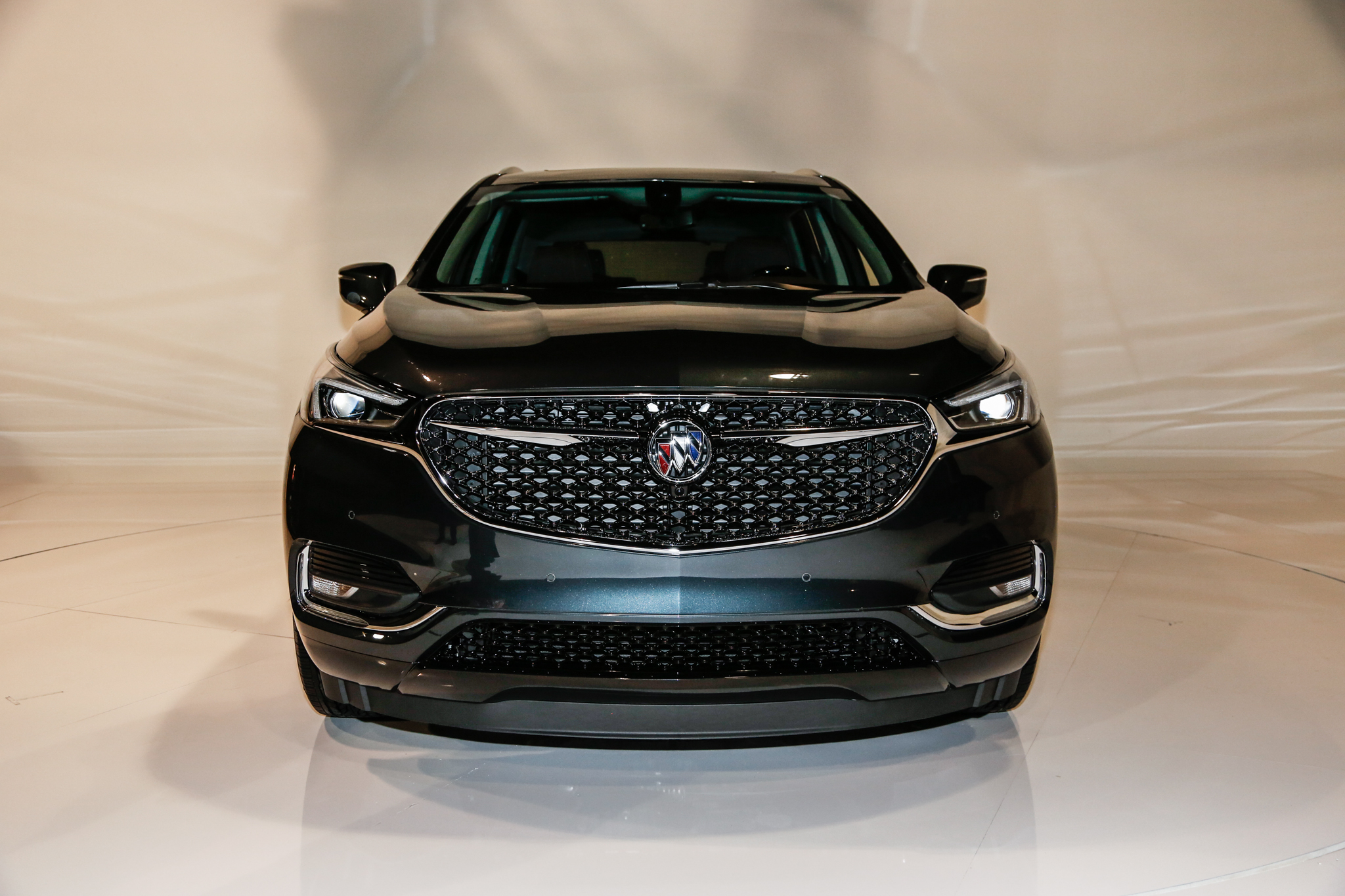 2018 buick enclave avenir is buick 39 s flagship crossover the drive. Black Bedroom Furniture Sets. Home Design Ideas