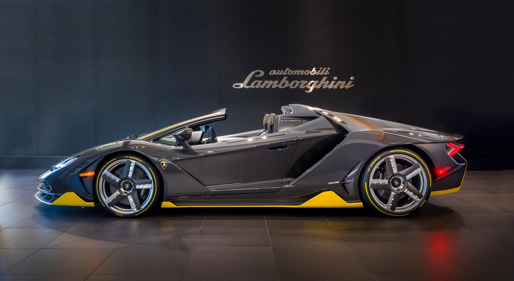 How much is a lamborghini in italy