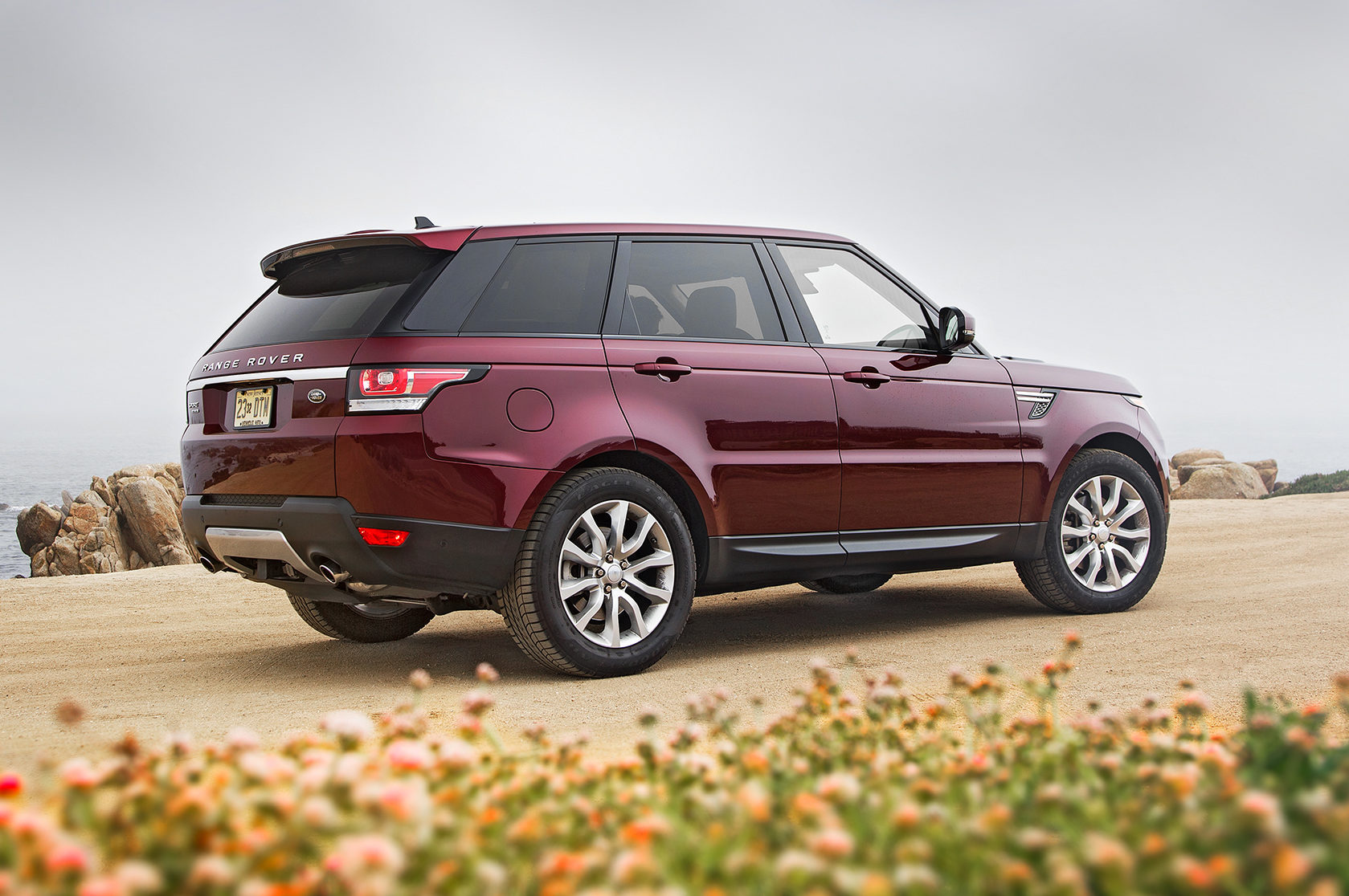 plug in hybrid range rover range rover sport coming in 2018 the drive. Black Bedroom Furniture Sets. Home Design Ideas