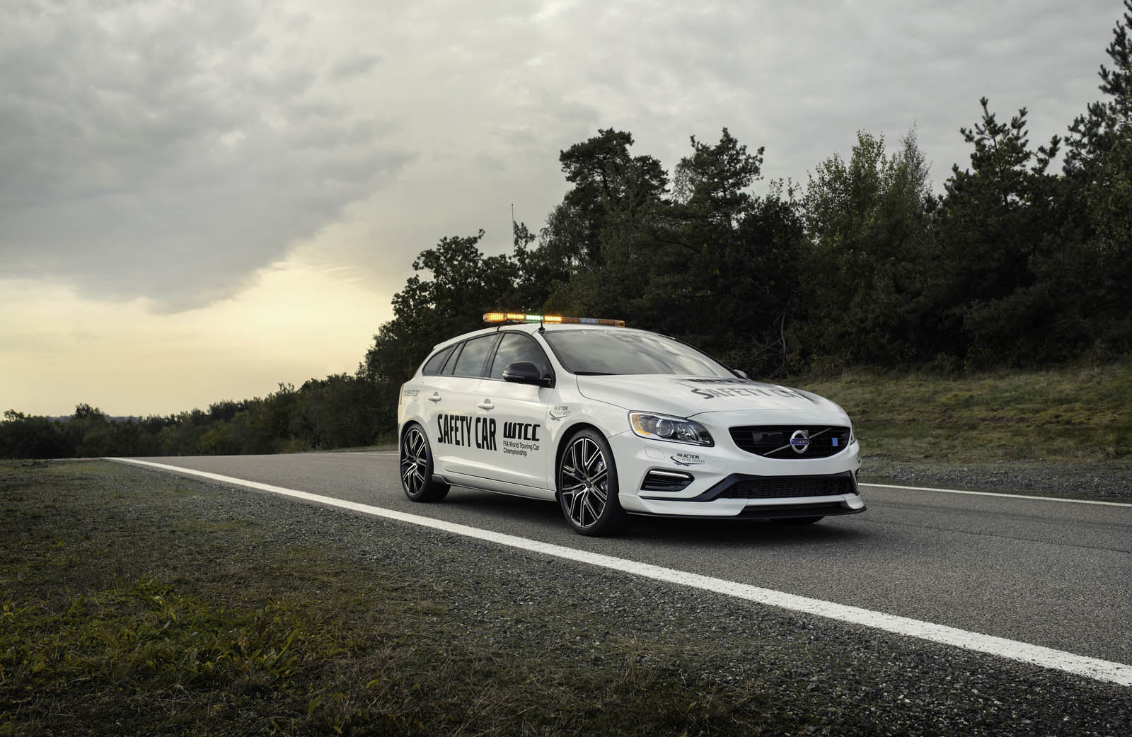 check out this gorgeous 2018 volvo v60 polestar safety car the drive. Black Bedroom Furniture Sets. Home Design Ideas