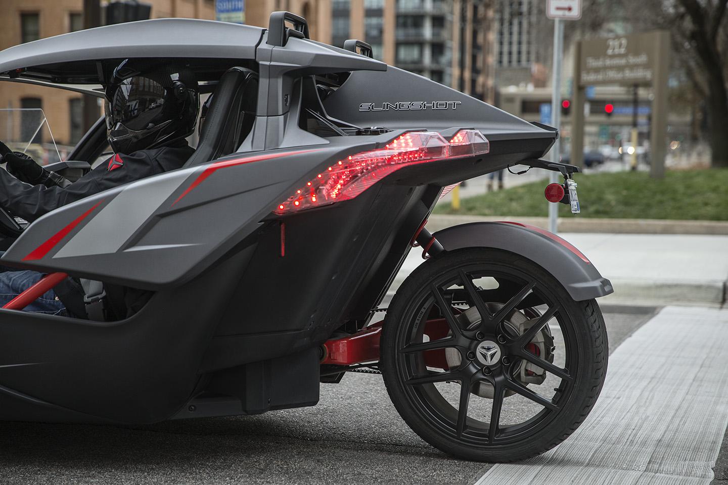 polaris slingshot grand touring le adds luxury to the. Black Bedroom Furniture Sets. Home Design Ideas