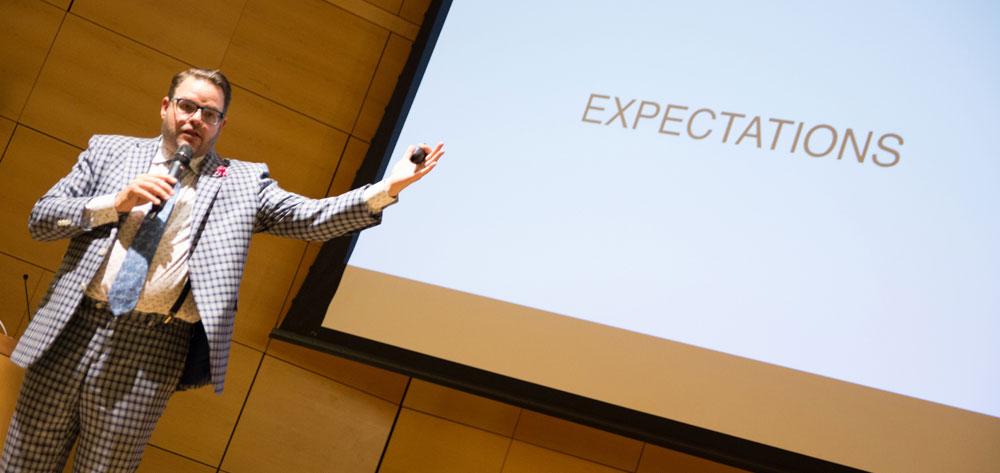 Jay Baer presenting at AOC