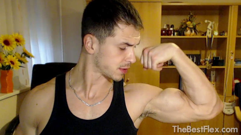 Camshow Flexing 2