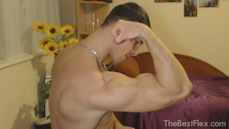 Camshow Flexing 4