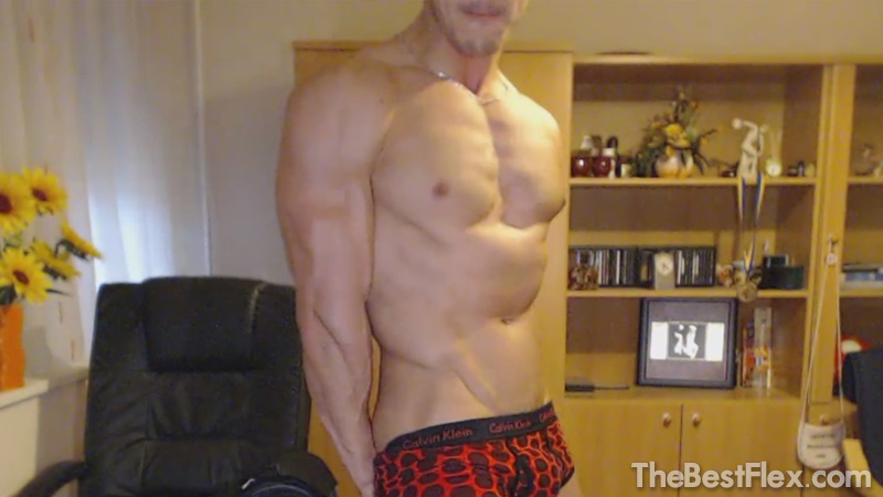 Camshow Flexing 3