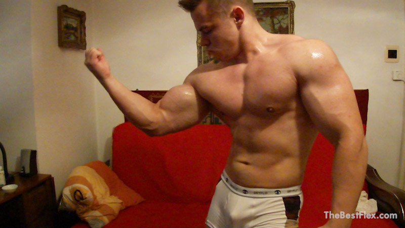 Camshow Flexing
