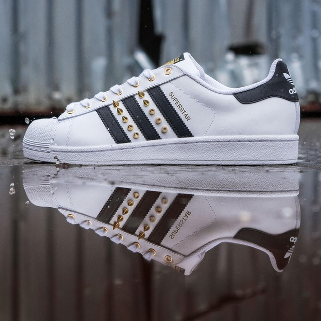 Super Adidas Superstar Originals - Goldspikes | THE CUSTOM MOVEMENT XO-88