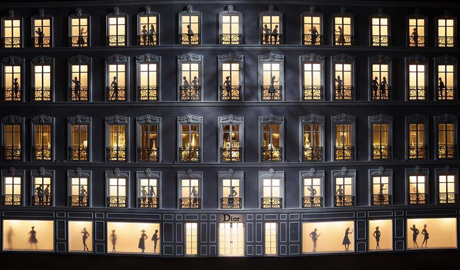 Doll-house of the façade of 30 Avenue Montaigne.