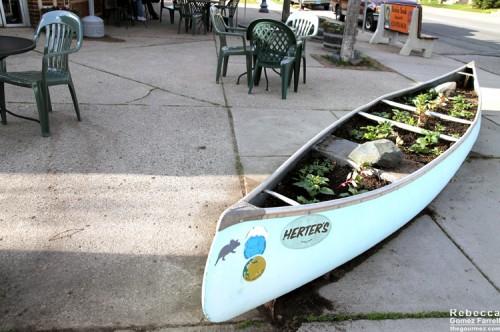Canoe marks the spot of this café!