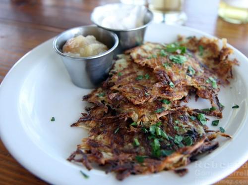 potato pancakes kartoffelpuffer brotzeit lokal
