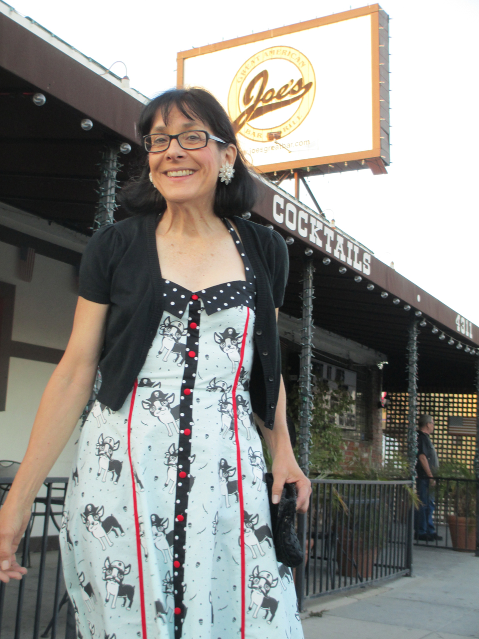"Vicki Juditz Outside "" Joe'S"" In Burbank"