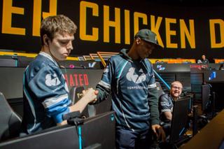 YaBoiDre (right) representing Tempo Storm in PLAYERUNKNOWN's Battlegrounds.