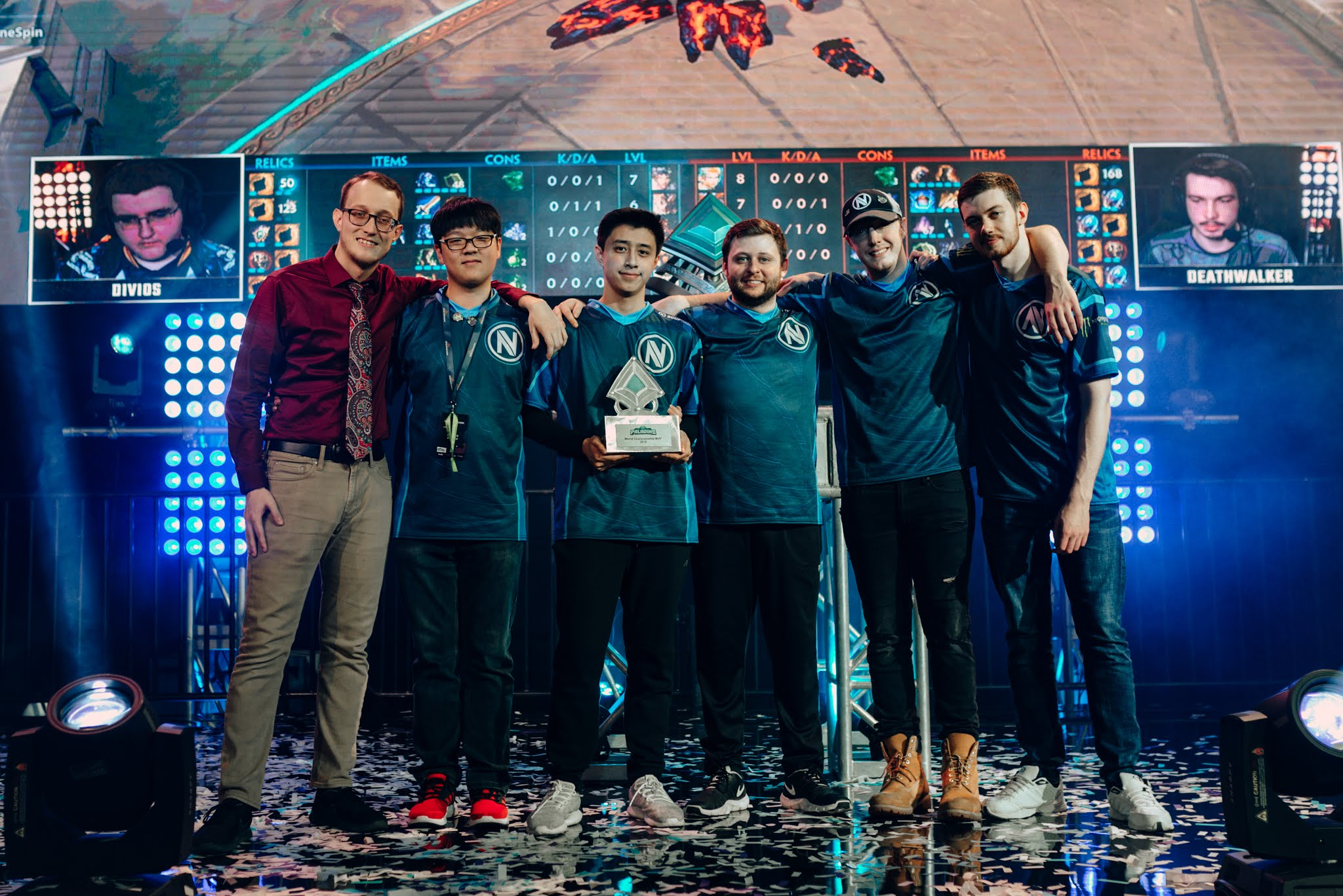 "Justin ""Metapusher"" Wilkes (on the left) after winning the Paladins World Championship 2019 / @PaladinsGame (Twitter)"