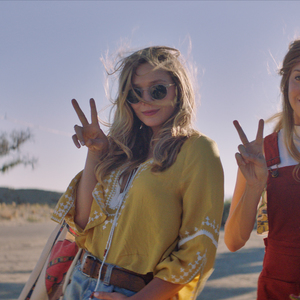 8217 ingrid %28aubrey plaza%29 and taylor %28elizabeth olsen%29 pose for a photo in ingrid goes west  courtesy of neon