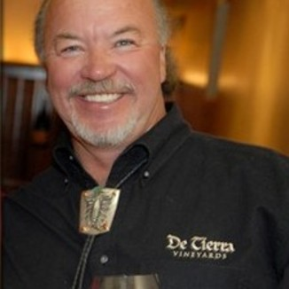 De Tierra Vineyards Winemaker Tom Russell
