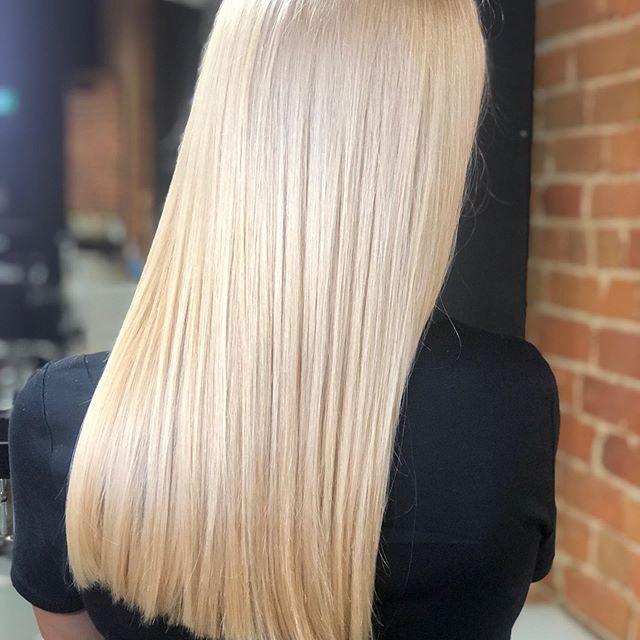 Had to share this beautiful blonde hair done by @charlenejanehair ️ • • • #aveda #avedacanada #onscalp #onscalpbleach #kingstonhairstylist #avedastylist #downtownkingston #kingstonhair #kingstonhairsalon #ygk #kingstonontario #queensuniversity #stlawrencecollege