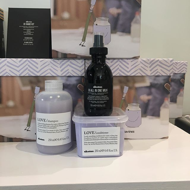 It's easy to meet all of your hair goals with this years Davines Christmas boxes! These amazing boxes are on sale now, come check them out!️ • • • #davines #davinescanada #downtownkingstonsalon #kingstonhairsalon #kingstonsalon #kingstonontario #downtownkingstonontario #ygk #queensuniversity #stlawrencecollege