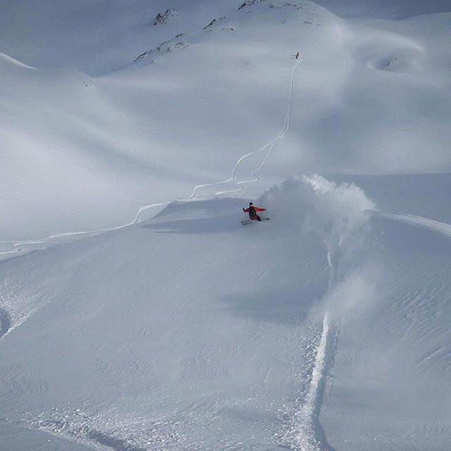 When you can look back and still see the powder trail hanging in the air. #champagnepow #sipandenjoy