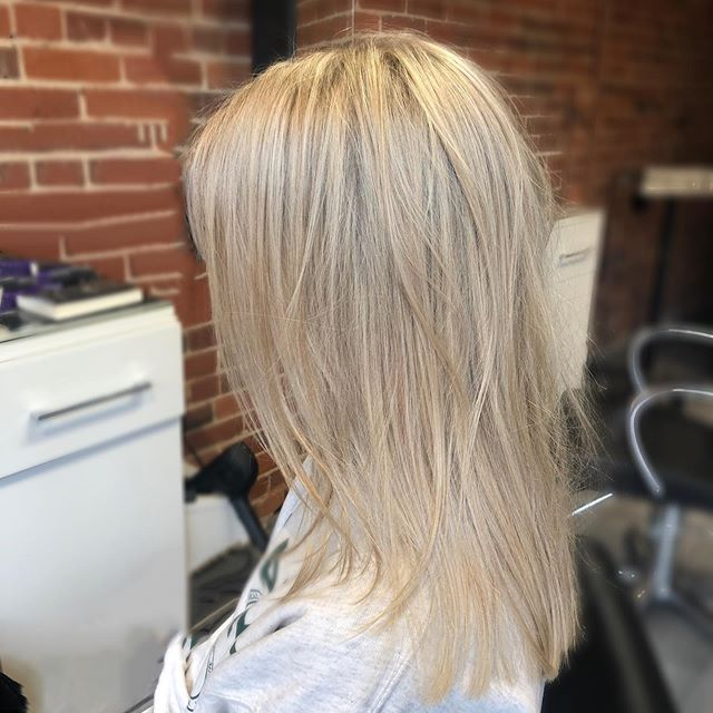 Can't stop staring at these highlights done by @slowfashionhair • • •  #aveda #avedasalon #ygk #ygkbeauty #blondehair #highlights #avedacolour #downtownkingston #kingstonbeauty #kingstonhairsalon #kingstonhair #kingstonhairstylist #davines #queensu