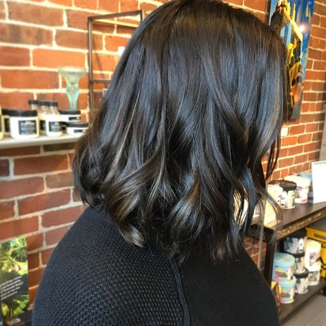 Amazing colour and flamboyage technique done by @hairby_logan ️️ • • • #aveda #davines #darkhair #flamboyage #hairstyles #hairstylist #kingstonhairstylist #kingstonhair #kingstonontario #downtownkingston #ygk #queensuniversity #slc #rmc