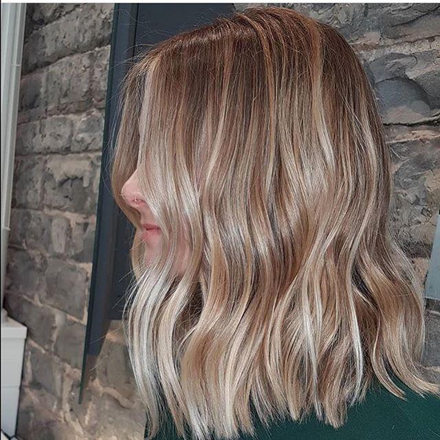 Hello Blonde  balayage done by @hair_by_kaydiansmiths • • • • #aveda #avedasalon #naturalbalayage #longbob #avedacanada #ygk #ygkbeauty #davines #blondehair #balayage #kingstonhairsalon #kingstonbeauty #queensu #stlawerencecollege