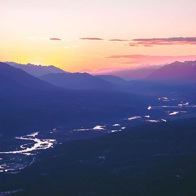 "Solstice feels. #Repost @mountainmancole ・・・ ""How did it get so late so soon? It's night before it's afternoon. December is here before it's June. My goodness how the time has flewn. How did it get so late so soon?"" - Dr. Seuss • #GoldenBC #HelloBC #sunset #mountains #biketrip #thegoodlife #positivevibes #smile #amazing #incredible #adventure #goplaces #explore #behappy #DrSeuss"