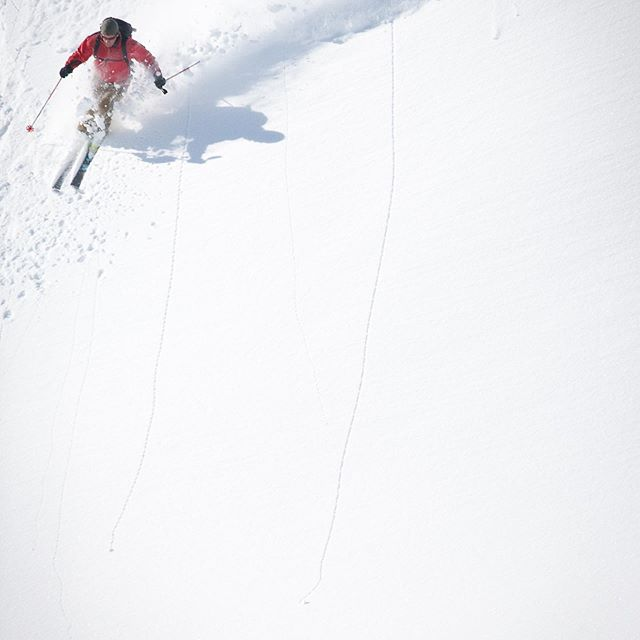 Hump day. Usually when I start dreaming about a to-do list with nothing but  and a weekend gear list with nothing but potential.  @dibbledibble #getoutside #freshview #freshpow