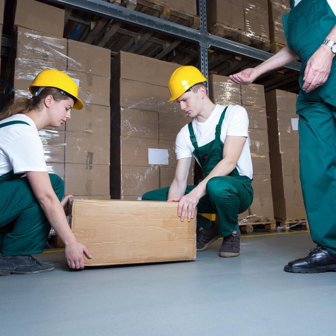 lifting-boxes-correctly-during-manual-handling-training
