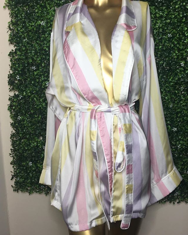 This introductory class will provide you with simple and easy ways to create a DIY (do it yourself) crystallized robe that has a professional finish.